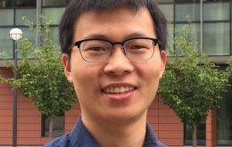 Headshot of Zheng Hu