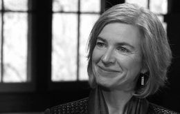 Headshot of Jennifer Doudna in greyscale