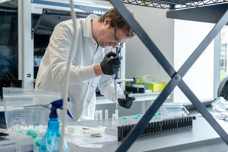 Dirk Hockemeyer at the IGI COVID-19 testing facility