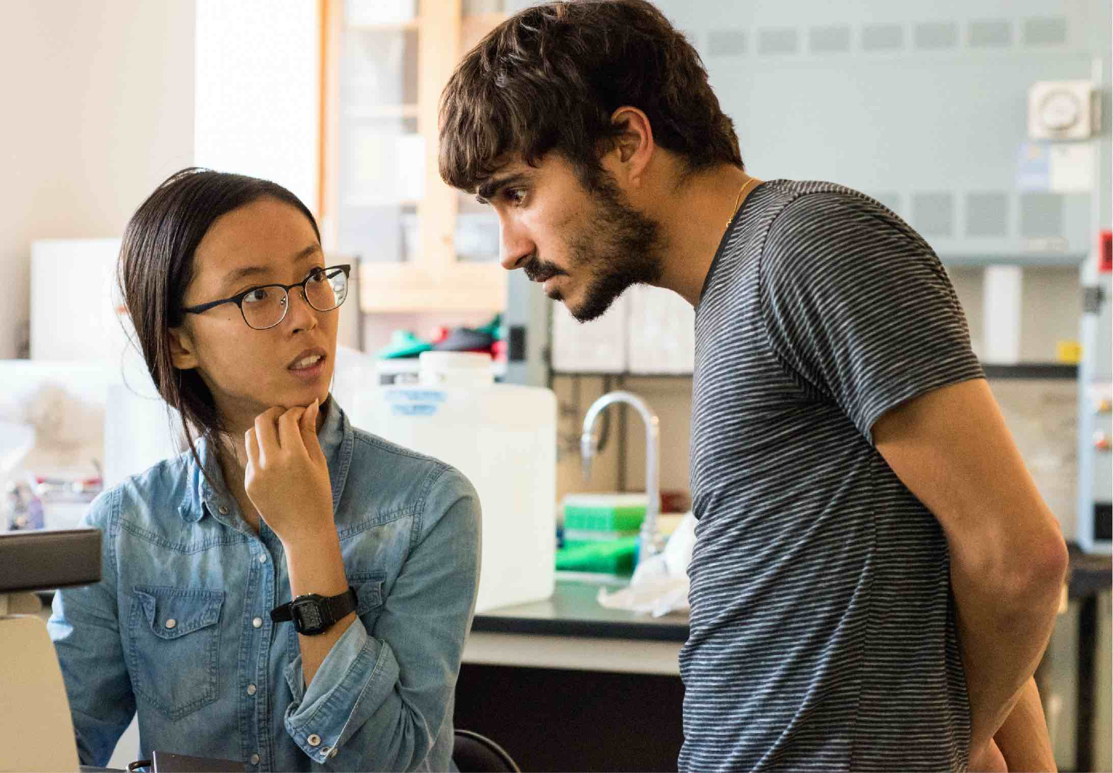 An instructor helps an undergrad at the IGI's CRISPR course at UC Berkeley