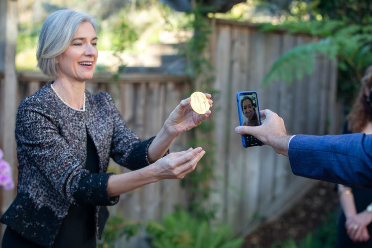 Jennifer Doudna displaying her Nobel Prize medal to her sister through video chat