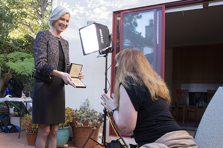 Jennifer Doudna displaying the Nobel Prize medal to her sister