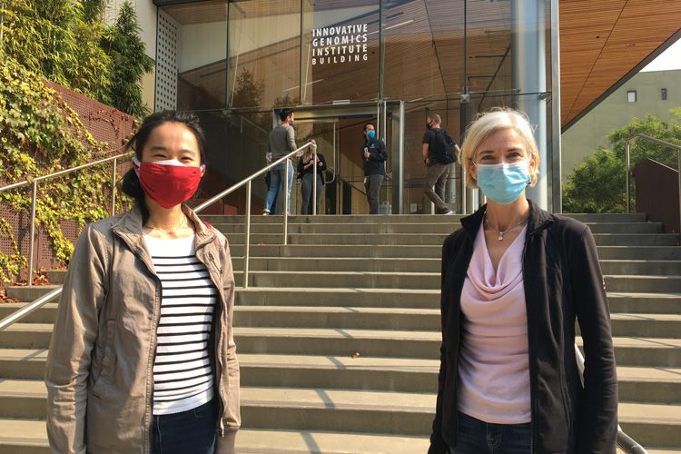 Tina Liu and Jennifer Doudna, in masks, outside of the IGI building